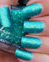 Jewel from the Deep swatched by Des trucs de Filles